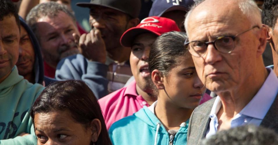 25jul2016-o-ex-senador-eduardo-suplicy-pt-foi-detido-por-tentar-impedir-a-reintegracao-de-posse-que-acontece-no-bairro-jardim-raposo-tavares-em-sao-paulo-depois-de-sentar-no-meio-da-rua-ele-foi-1469